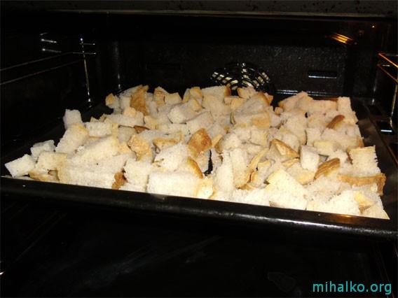 Сушим сухарики в духовке