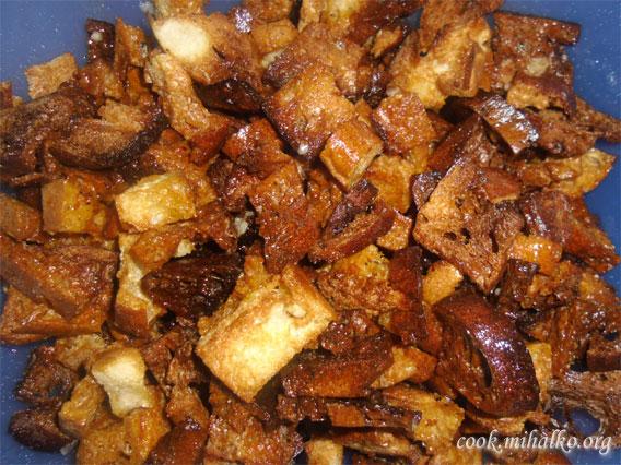 Сухарики с чесноком из узбекской лепешки