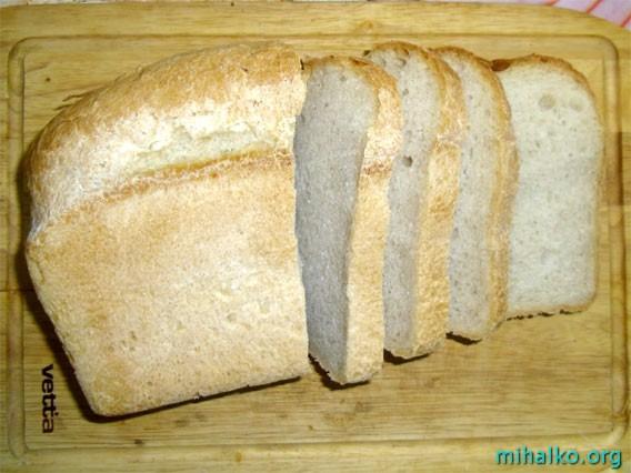 Нарезаем хлеб для сухариков