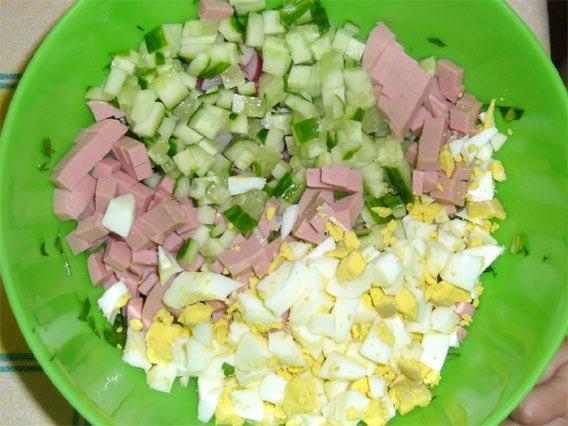 Нарезанные для окрошки продукты