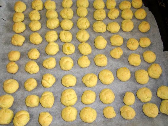 достаем печенье из духовки