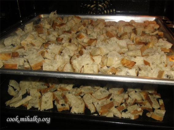 Как сделать сухарики в духовке из черного хлеба с чесноком в духовке