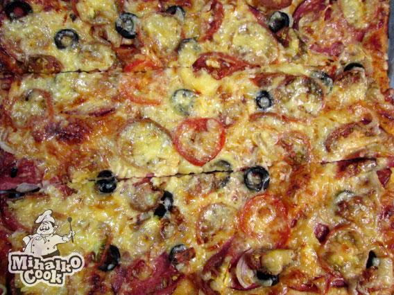 Пицца с колбасой пепперони простые